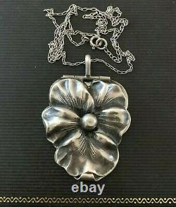Antique Art Nouveau Sterling Silver Pansy Flower Grand Médaillon & Chaîne