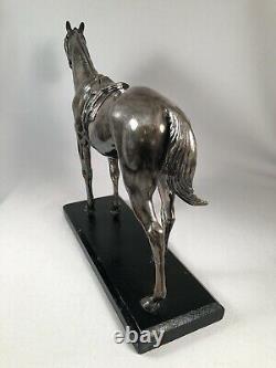 Grande Figurine De Cheval En Métal De Cru Dans Le Tack Anglais De Siège De Chasse, Plaqué Argent